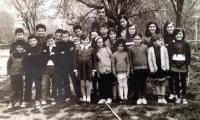 Δημοτικό Σχολείο Δρυμαίας Σχολικό Έτος 1973 Από αριστερά: Κώστας Κουτσουμπέλης,  Λουκάς Δάρρας, Παναγιώτης Συλλαίος, Τριαντάφυλλος Κουτσικούρης, Ηλίας Καφούσης, Χρήστος Ζαμάνης, Άρης Αρβανίτης, Δέσποινα Γεωργίου, Γιώργος Συλλαίος, Δέσποινα Ζαμάνη, Κρυσταλλία Δημοπούλου, Βάσω Μπακαλέξη, Σούλα Γεωργίου, Λουκάς Μπακαλέξης, Λουκία Σκόπα, Ντίνα Κολοφώτη, Ζαφειρία Οικονόμου, Αννα Αρβανίτη, Λαμπρινή Τσαπρούνη, Αθηνά Γκίκα και Γιάννα Μπέλλου.  Δάσκαλος ο Κώστας Κατσικάς
